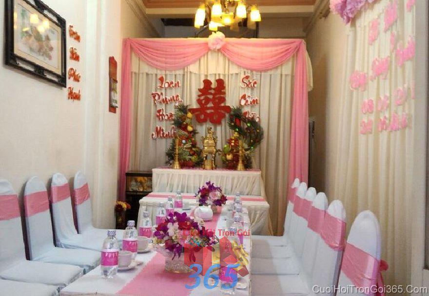 Hoa tươi để bàn hai họ tông màu tím dễ th HDB40 : Mẫu cưới hỏi trọn gói 365 của công ty dịch vụ trang trí nhà tiệc cưới hỏi đẹp rẻ uy tín ở tại quận Tân Phú Sài Gòn TPHCM Gò Vấp