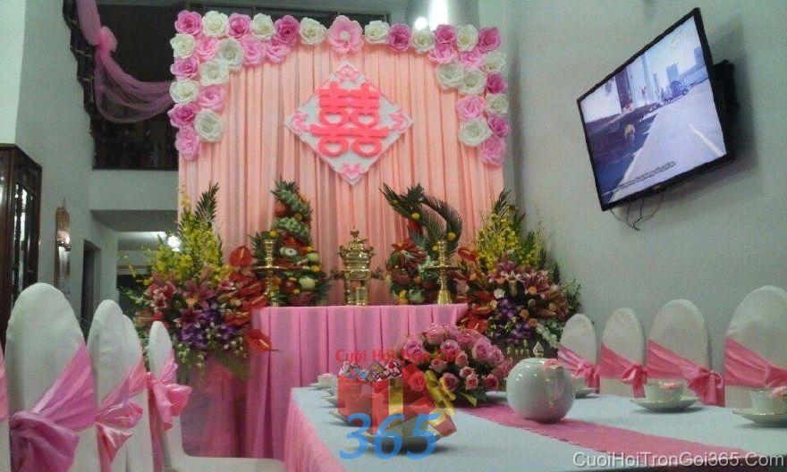 Trang trí nhà ngày đám cưới hỏi tông hồng phấn với voan và hoa  TTNCH90 : Mẫu cưới hỏi trọn gói 365 của công ty dịch vụ trang trí nhà tiệc cưới hỏi đẹp rẻ uy tín ở tại quận Tân Phú Sài Gòn TPHCM Gò Vấp