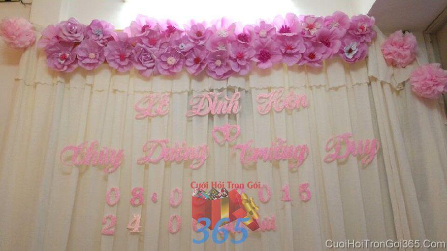 Trang trí phông ăn hỏi gia tiên cho lễ đính hôn với voan và hoa giấy tông  PC35 : Mẫu cưới hỏi trọn gói 365 của công ty dịch vụ trang trí nhà tiệc cưới hỏi đẹp rẻ uy tín ở tại quận Tân Phú Sài Gòn TPHCM Gò Vấp