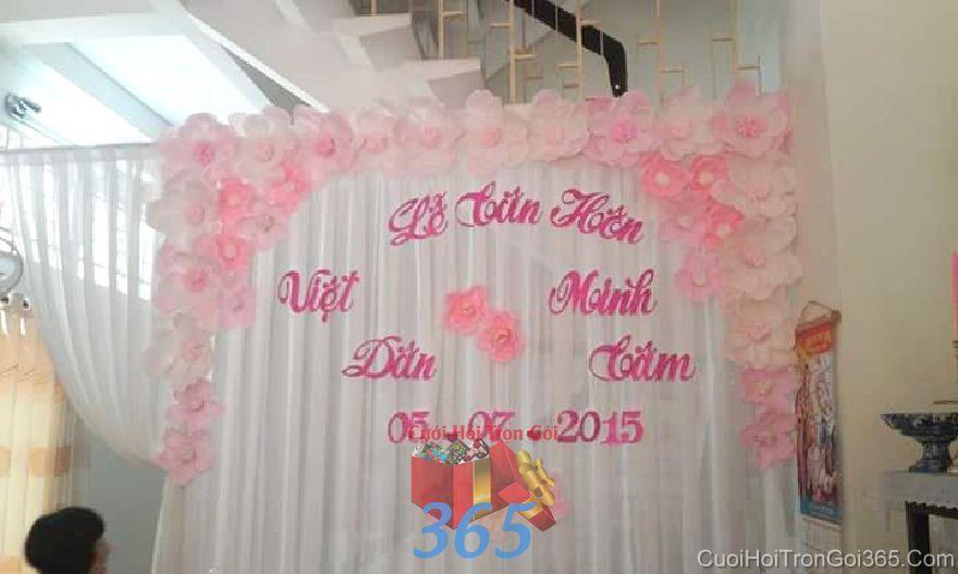 Trang trí phông ăn hỏi gia tiên cho lễ tân hôn với voan và hoa giấy tông hồng  PC34 : Mẫu cưới hỏi trọn gói 365 của công ty dịch vụ trang trí nhà tiệc cưới hỏi đẹp rẻ uy tín ở tại quận Tân Phú Sài Gòn TPHCM Gò Vấp