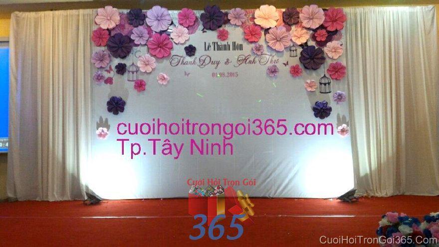 Trang trí phông cưới nhà hàng với hoa giấy xinh tông tím  BDNH61 : Mẫu cưới hỏi trọn gói 365 của công ty dịch vụ trang trí nhà tiệc cưới hỏi đẹp rẻ uy tín ở tại quận Tân Phú Sài Gòn TPHCM Gò Vấp