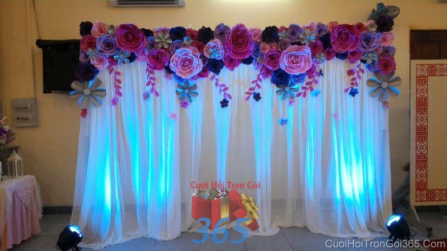 Trang trí phông cưới nhà hàng với voan và hoa giấy tròn xinh tông BDNH62 : Mẫu cưới hỏi trọn gói 365 của công ty dịch vụ trang trí nhà tiệc cưới hỏi đẹp rẻ uy tín ở tại quận Tân Phú Sài Gòn TPHCM Gò Vấp