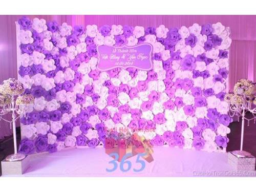Backdrop hoa đám cưới tông màu tím lãng mạn, dễ thương tươi đẹp kín những bông hoa giấy nhỏ xinh đầyBDNH50 : Mẫu cưới hỏi trọn gói 365 của công ty dịch vụ trang trí nhà tiệc cưới hỏi đẹp rẻ uy tín ở tại quận Tân Phú Sài Gòn TPHCM Gò Vấp