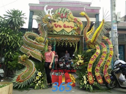 Cổng hoa tươi rồng phụng ngày cưới : Mẫu cưới hỏi trọn gói 365 của công ty dịch vụ trang trí nhà tiệc cưới hỏi đẹp rẻ uy tín ở tại quận Tân Phú Sài Gòn TPHCM Gò Vấp