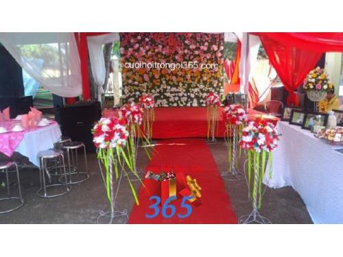 Trang trí sân khấu cho tiệc cưới tại SKNH34 : Mẫu cưới hỏi trọn gói 365 của công ty dịch vụ trang trí nhà tiệc cưới hỏi đẹp rẻ uy tín ở tại quận Tân Phú Sài Gòn TPHCM Gò Vấp