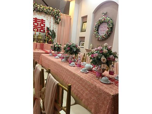 Bình hoa để bàn hai họ kết từ hoa hồng và cẩm tú HDB41
